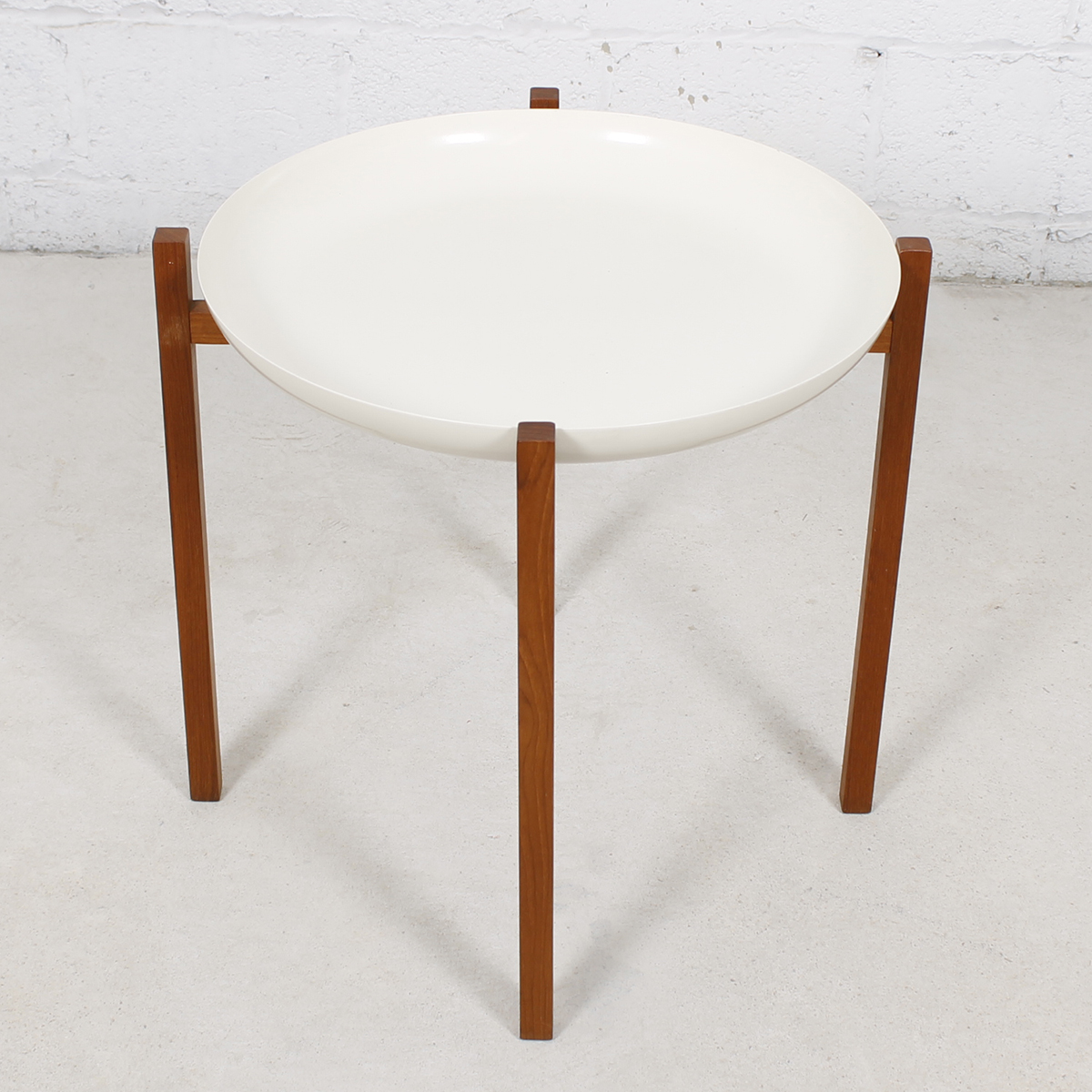 Enamel Tray Coffee Table: Modern Mobler
