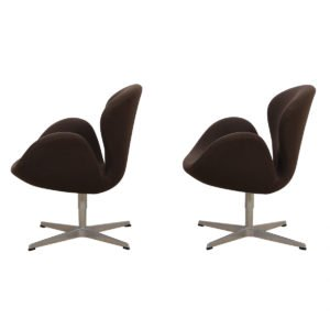 Arne Jacobsen Pair of Iconic Swan Chairs